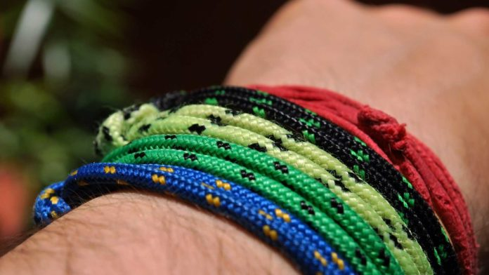 5-Survival-Moments-You-Will-Need-Your-Paracord-Bracelet-on-allstory-site